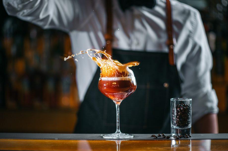 Cocktails in der Carlton Bar